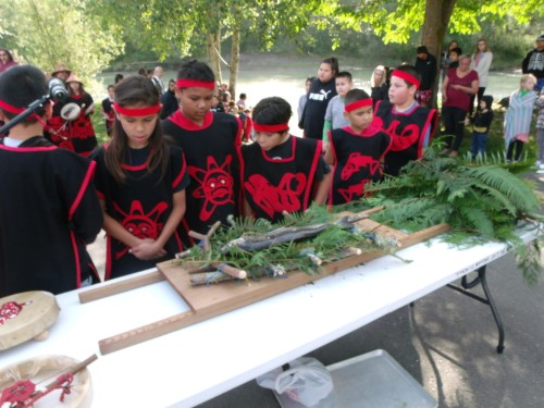 Students and salmon for ceremony