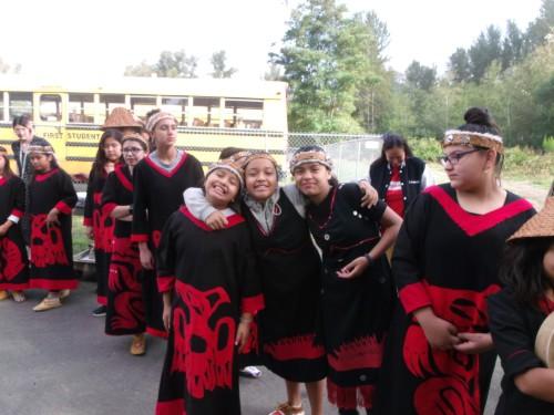 Students at bus